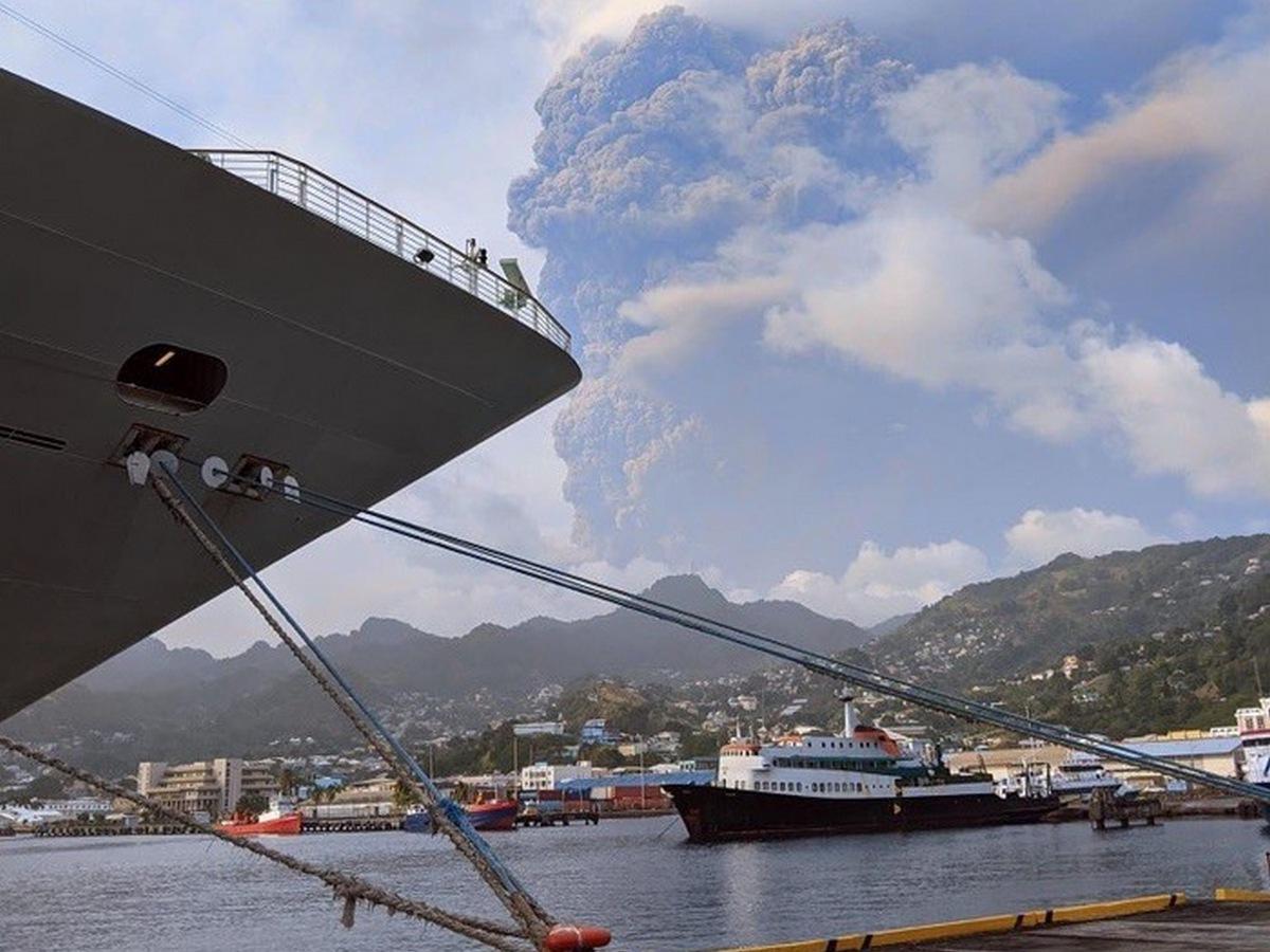 На Карибских островах извергается