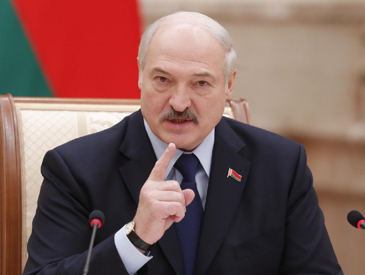 «Милости просим, у нас полоса есть, посадим»: Лукашенко позвал в Белоруссию Джо Байдена
