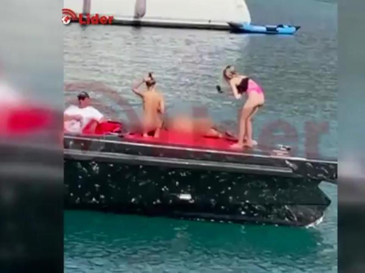 Девушек из Украины в Турции за голые фото на яхте