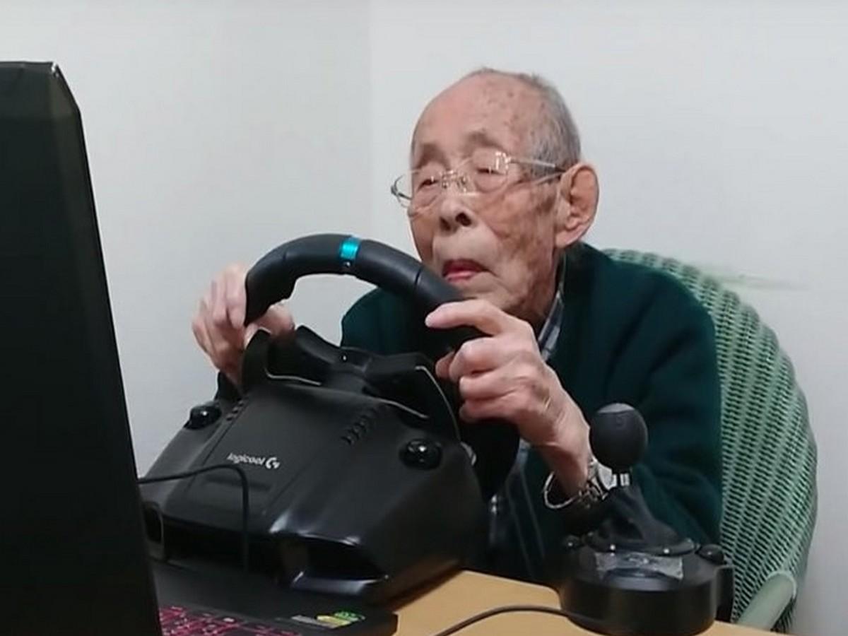 Долгожитель из Японии стал популярным автогонщиком