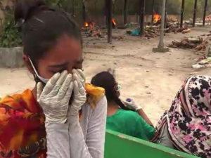 В Индии за сутки COVID-19 заразились свыше 400 тысяч человек