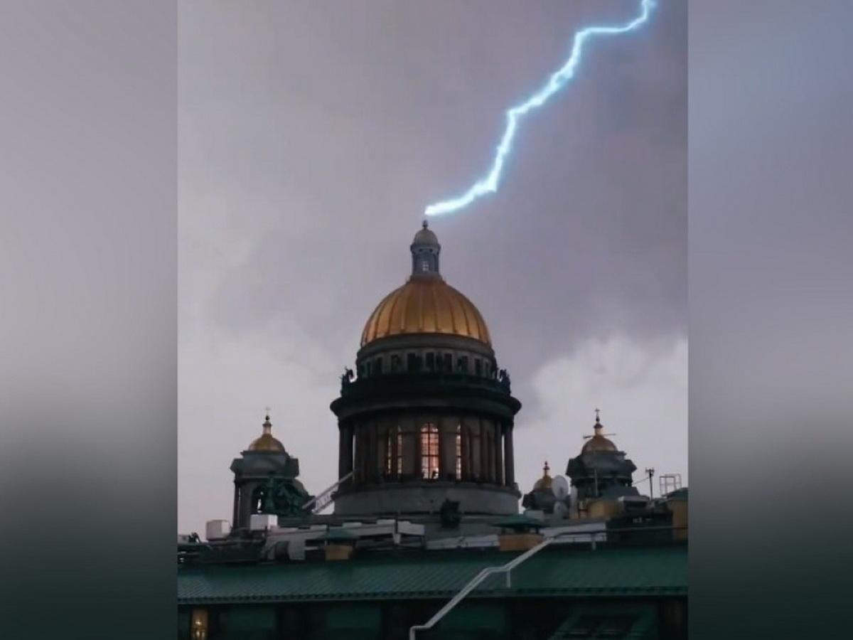 Молния попала в Исаакиевский собор