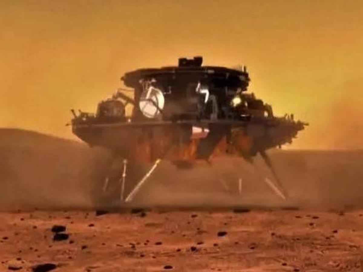 Китай показал фото и видео с Марса