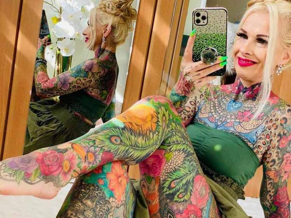 55-летняя жительница Германии потратила все свои сбережения на татуировки