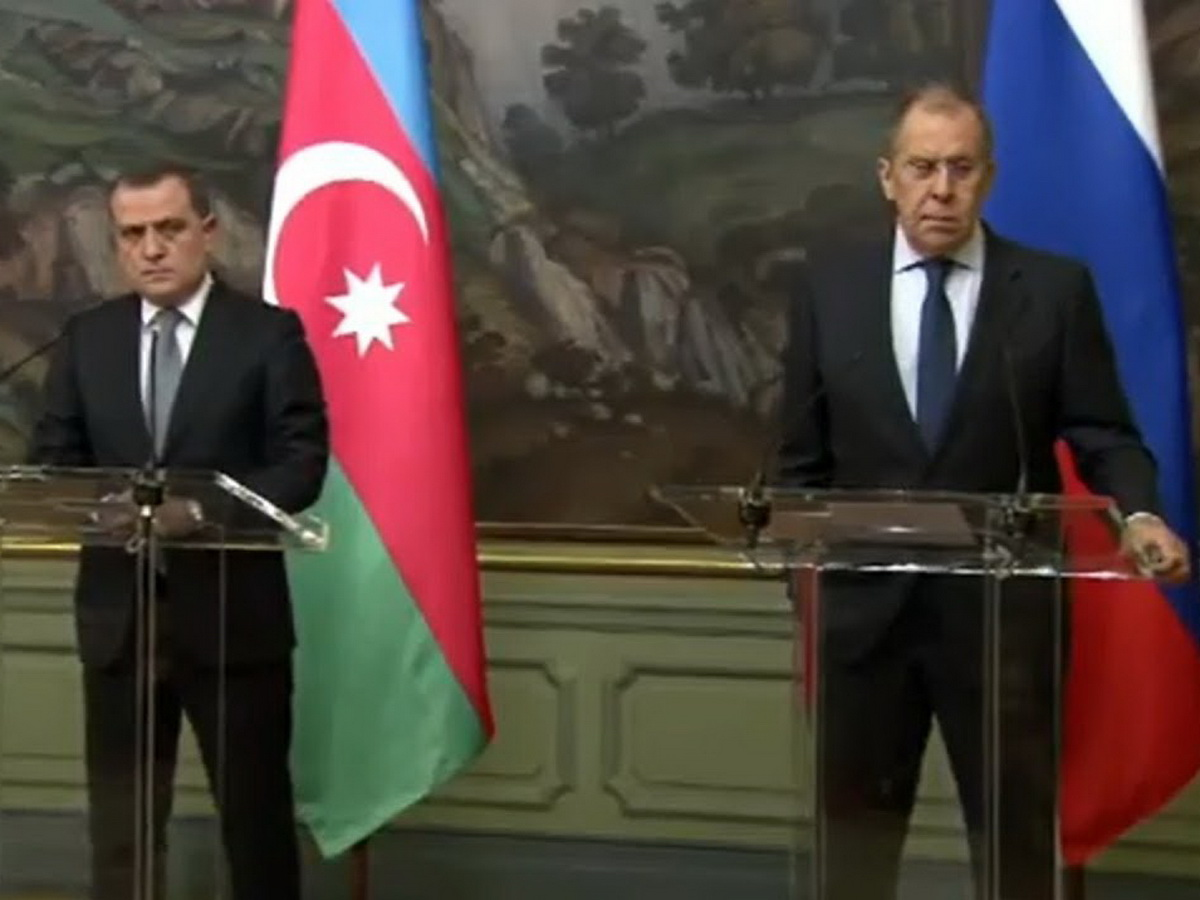 """""""Мы вам не очень мешаем, ребята?"""": Лавров на встрече в Баку приструнил журналистов"""