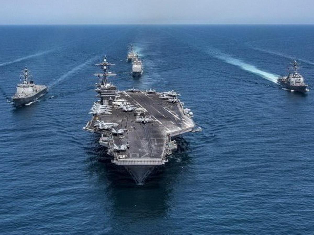 Два боевых корабля ВМФ РФ перехватили авианосную ударную группу НАТО у берегов Великобритании