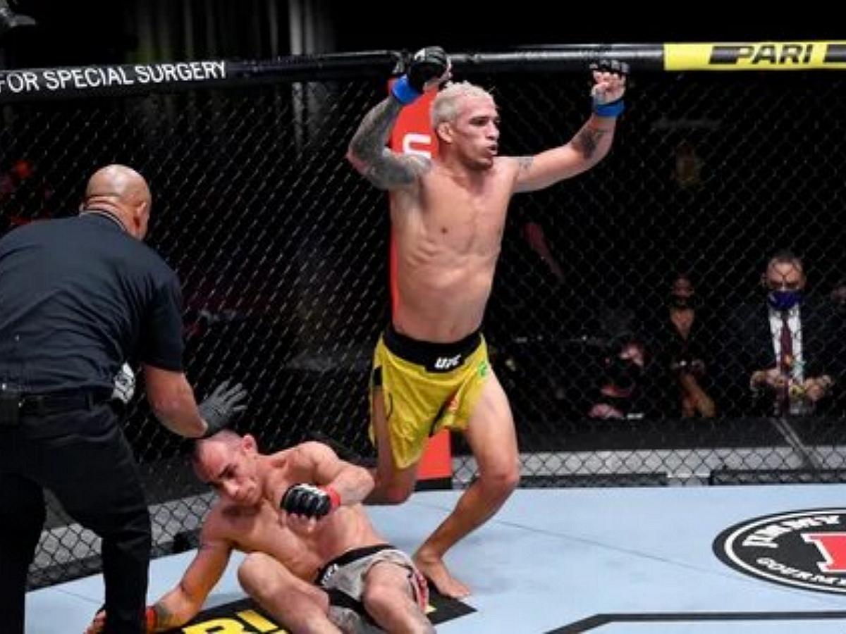 Оливейра нокаутировал Чендлера и вновь завоевал чемпионский титул UFC в легком весе