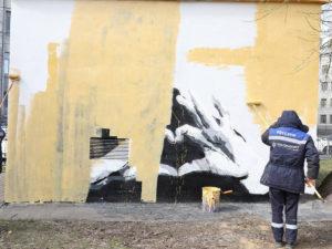 Портрет Навального заменило граффити из мерча Варламова