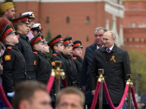 Путин и Рахмон на Параде Победы