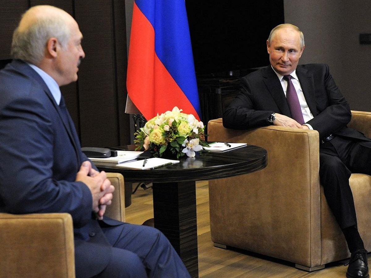 Путин на встрече с Лукашенко назвал ситуацию с рейсом Ryanair очередным
