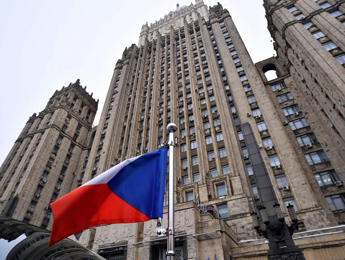 «Платим всей нацией»: жители Чехии обвинили Запад в конфликте Праги и Москвы