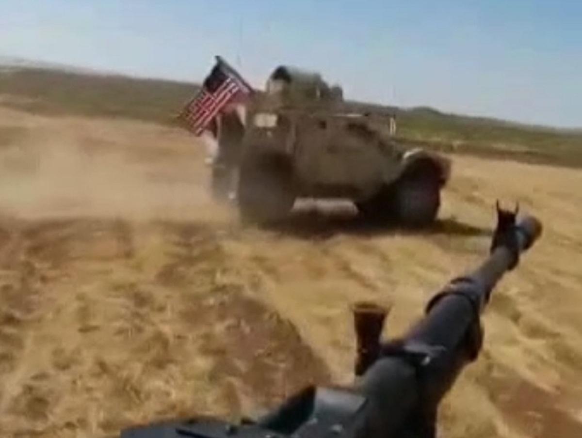 Видео с тараном американцев российского БТР-82 в Сирии опубликовали в Сети