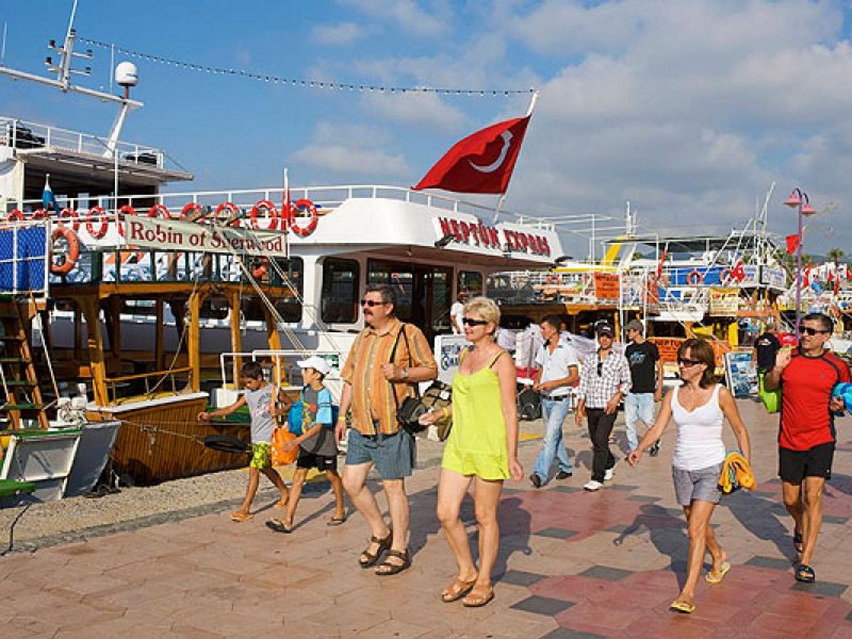 Турция с 15 мая отменит обязательные ПЦР-тесты для туристов из 16 стран: России в списке нет