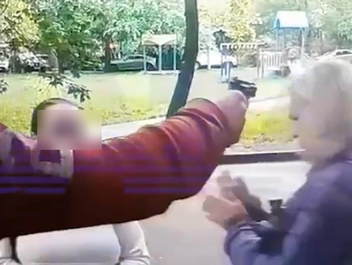 В Москве тренер по фигурному катанию на улице выстрелил в лоб ученице