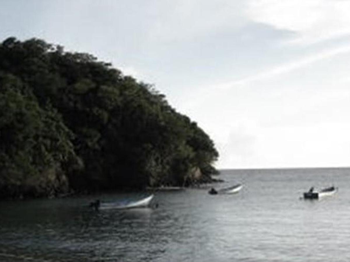 Тринидад иТобаго судно 14тел