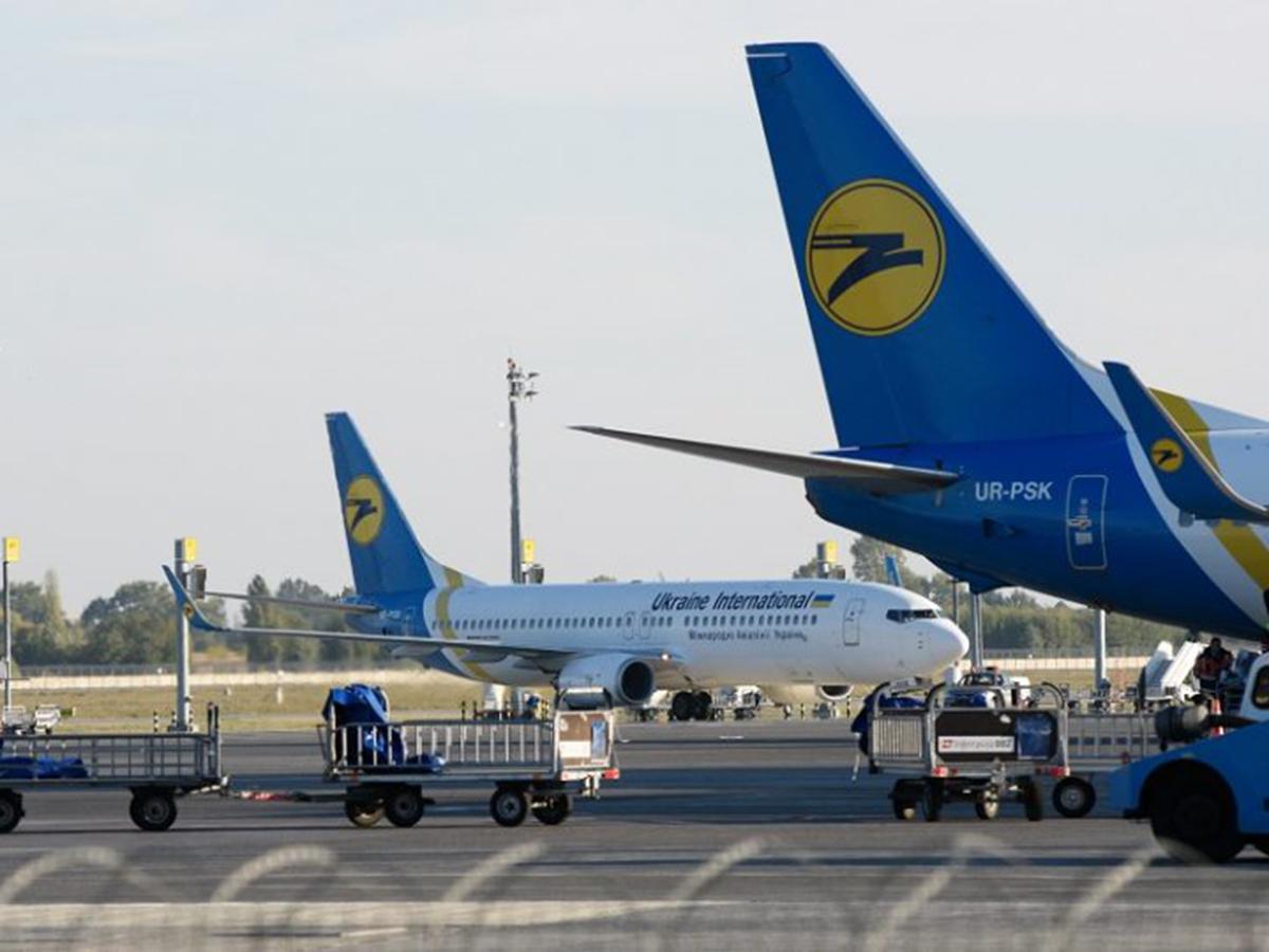 Украина приостанавливает авиасообщение с Белоруссией