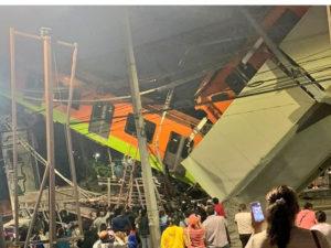 В Мехико в метро обрушился мост
