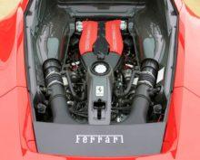 Инженеры показали, как устроен двигатель Ferrari V8