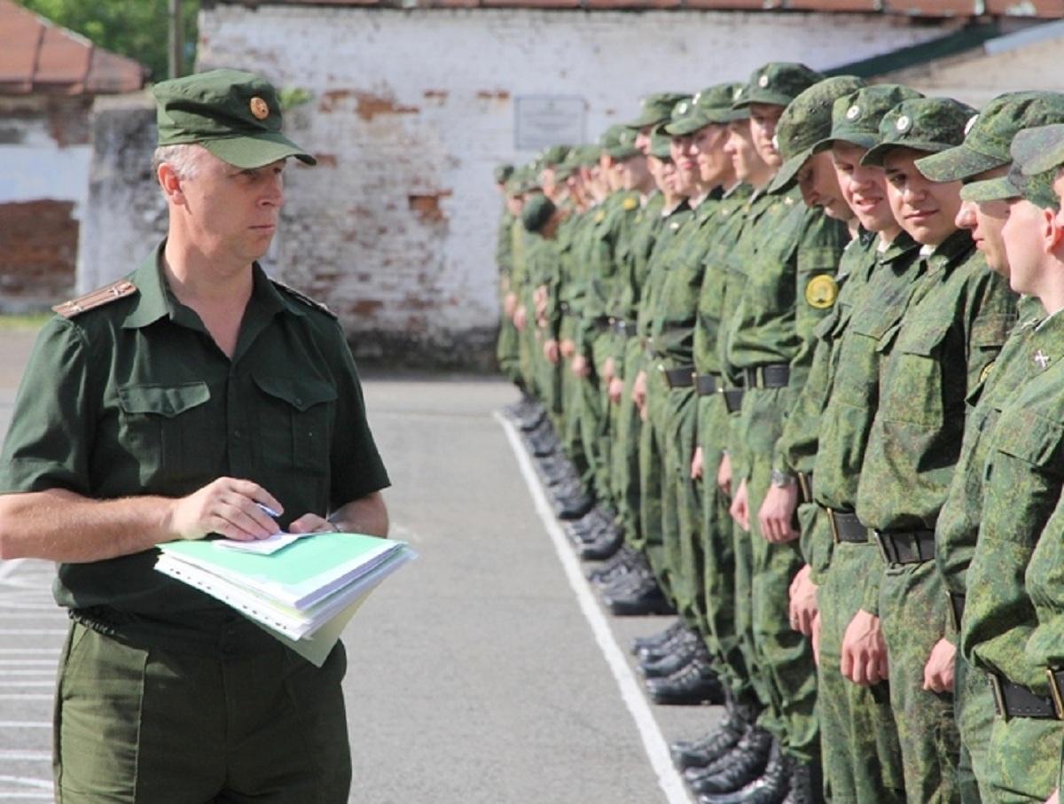 В России повысили оклады военным и полицейским