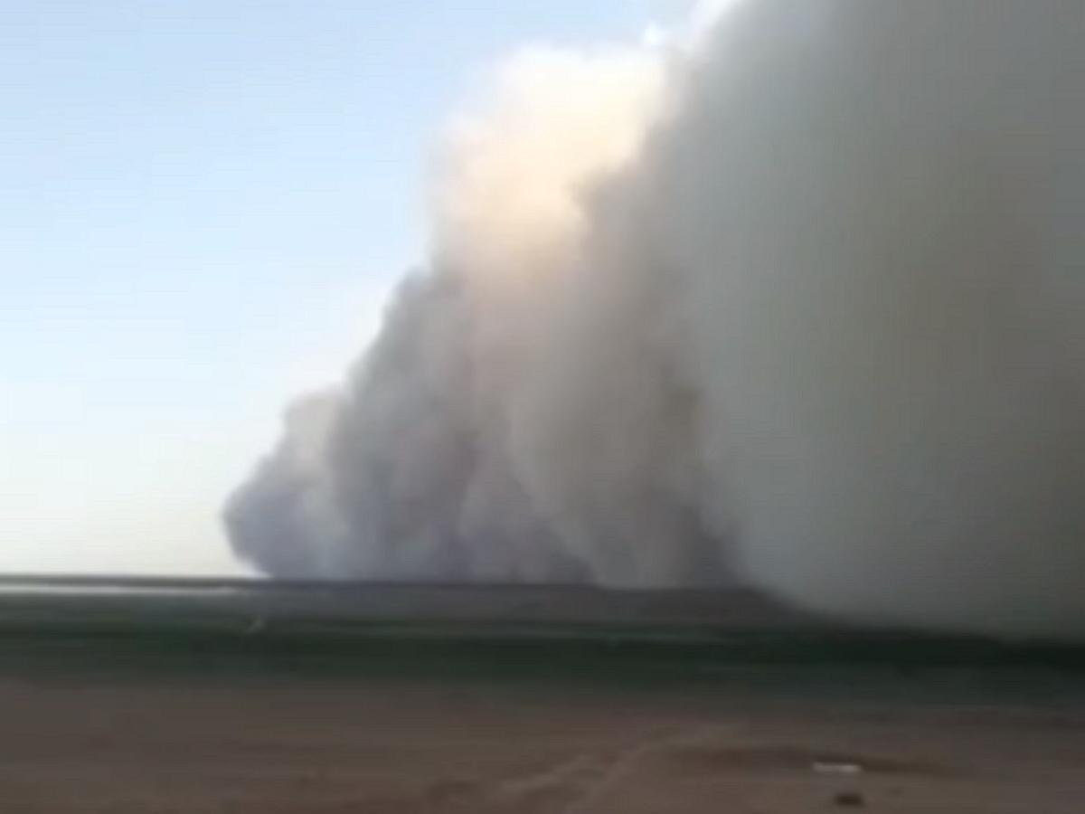 Мощная песчаная буря накрыла Астрахань, Дагестан и Калмыкию: видео опубликованы в Сети