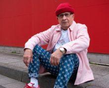 75-летний пенсионер стал звездой соцсетей