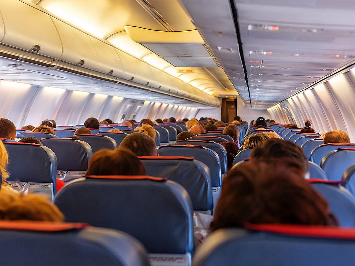 Медики рассказали об опасность перелетов для людей привитых от COVID-19