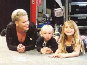 Пинк рассказала фанатам о том, каково быть рок-звездой и матерью