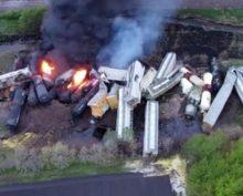Последствия крушения «химического» поезда в США сняли на видео