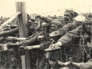 Историк рассказал об убитых англичанами тысячах советских пленных в 1945 году