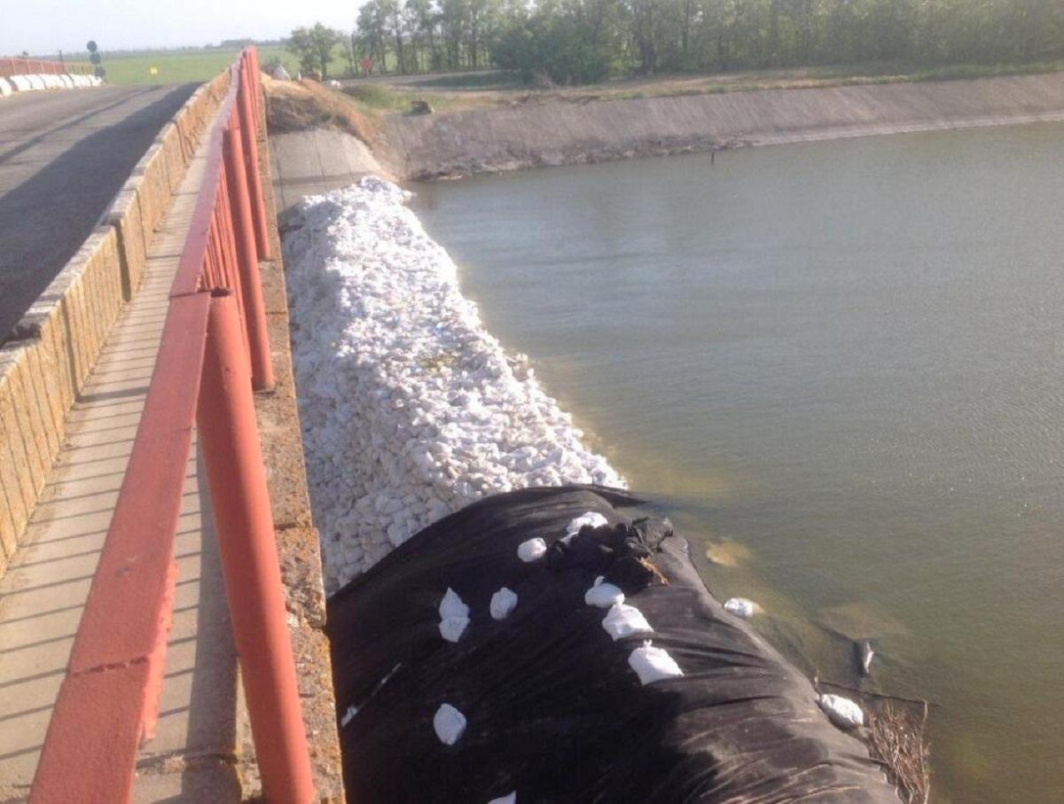 В Крыму отреагировали на протечку дамбы Северо-Крымского канала