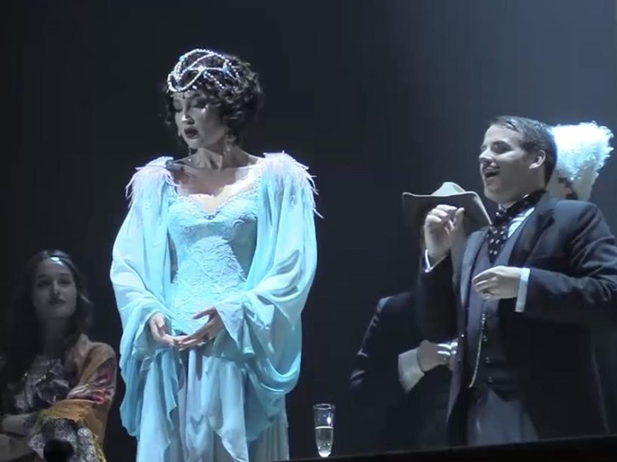 Бузова объяснила, почему не попадала в ноты на сцене МХАТа