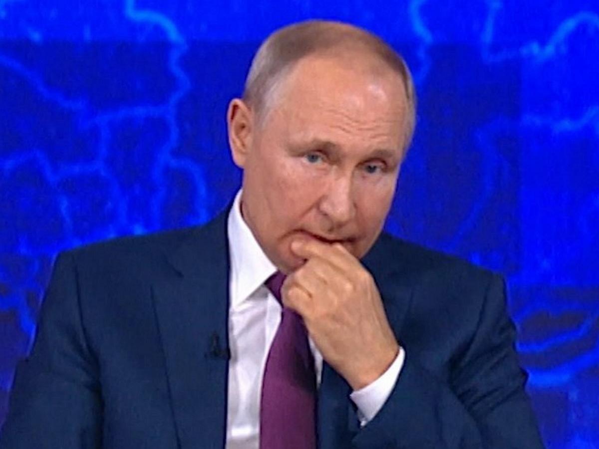 """""""Стучит по клавиатуре невпопад"""": редактор, принимающий вопросы Путину, попал в кадр"""