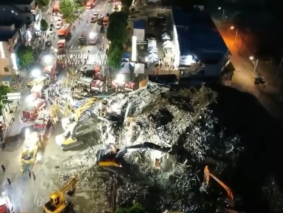 В Южной Корее дом рухнул на автобус: 9 человек погибли, восемь пострадали