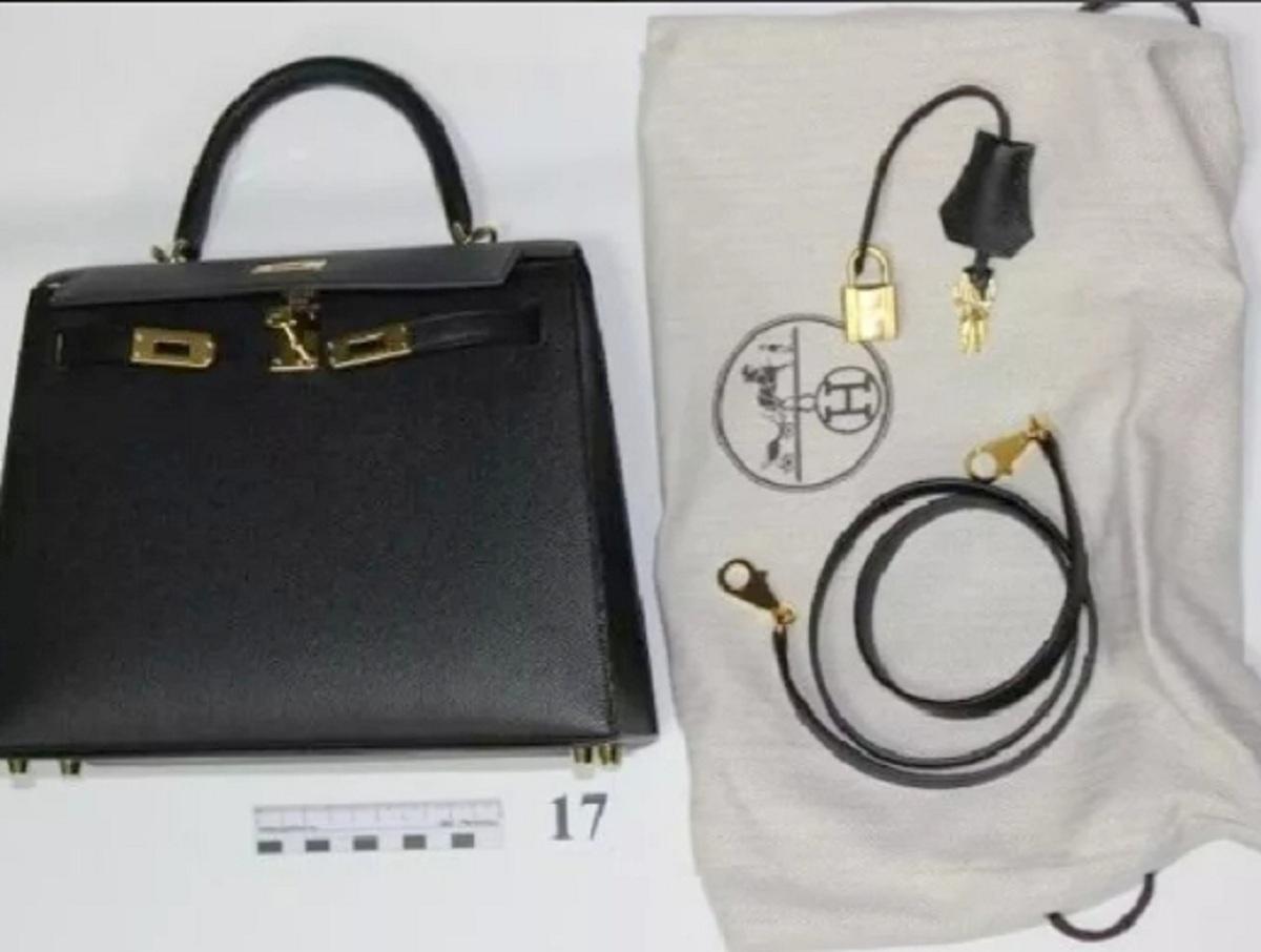 В Шереметьево у пассажирки нашли украшений и сумок на 25,5 млн рублей