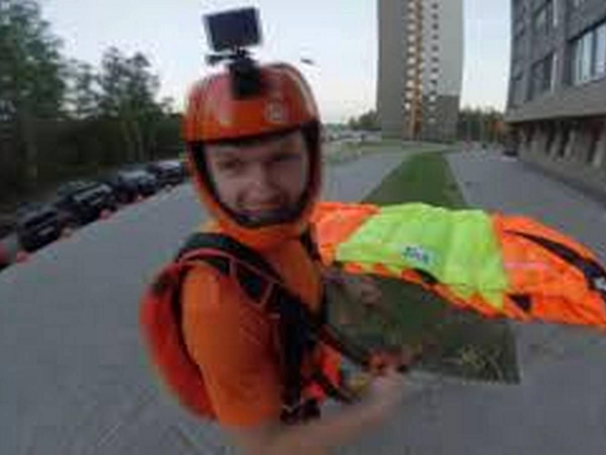 Бейсджамперы сняли на видео свой прыжок с многоэтажки
