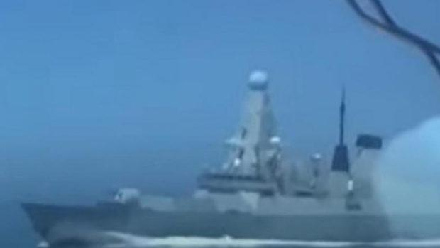 Появилось видео со стрельбой по курсу эсминца Defender