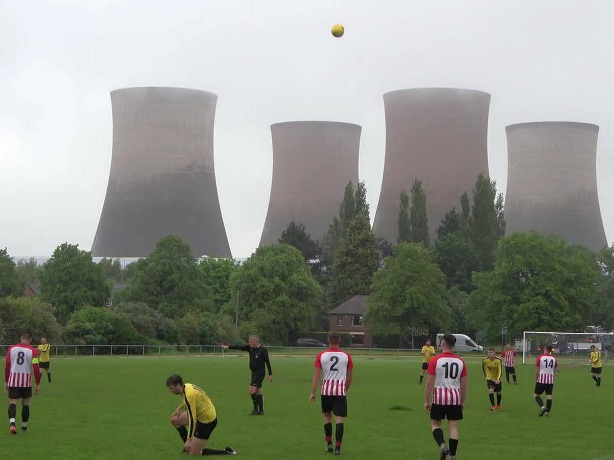 Футбольный матч прервали из-за мощного взрыва