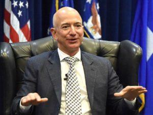 Глава Amazon Джефф Безос летит с братом в космос