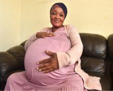 Африканка установила мировой рекорд, произведя на свет 10 детей за один раз