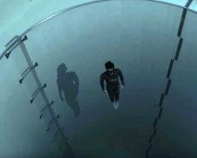 9 млн человек увидели, как фридайвер без акваланга погружается в самый глубокий бассейн в мире
