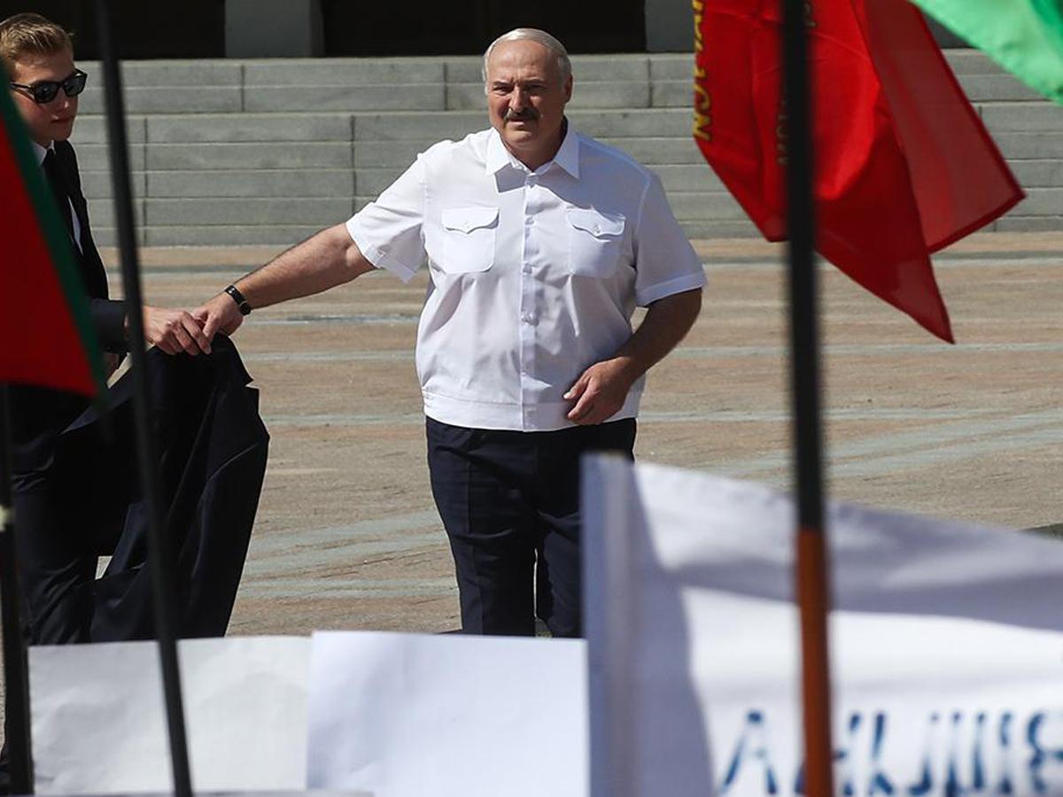 Лукашенко немцы «наколени»
