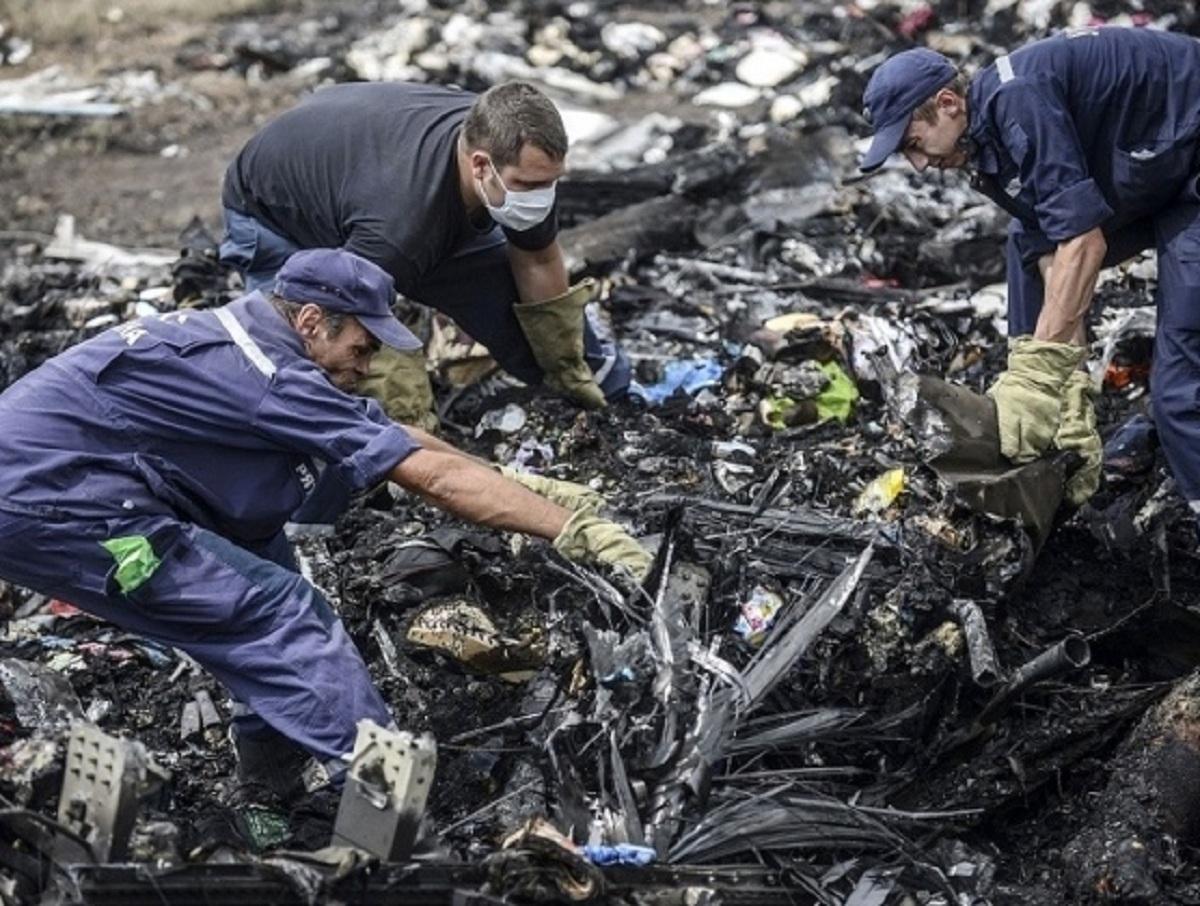 Останки двух жертв крушения малазийского рейса MH17 не смогли найти