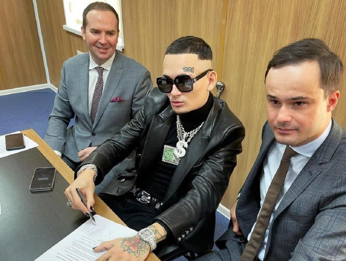 Приехавшему в суд на спотркаре за 15 млн Моргенштерну вынесли приговор