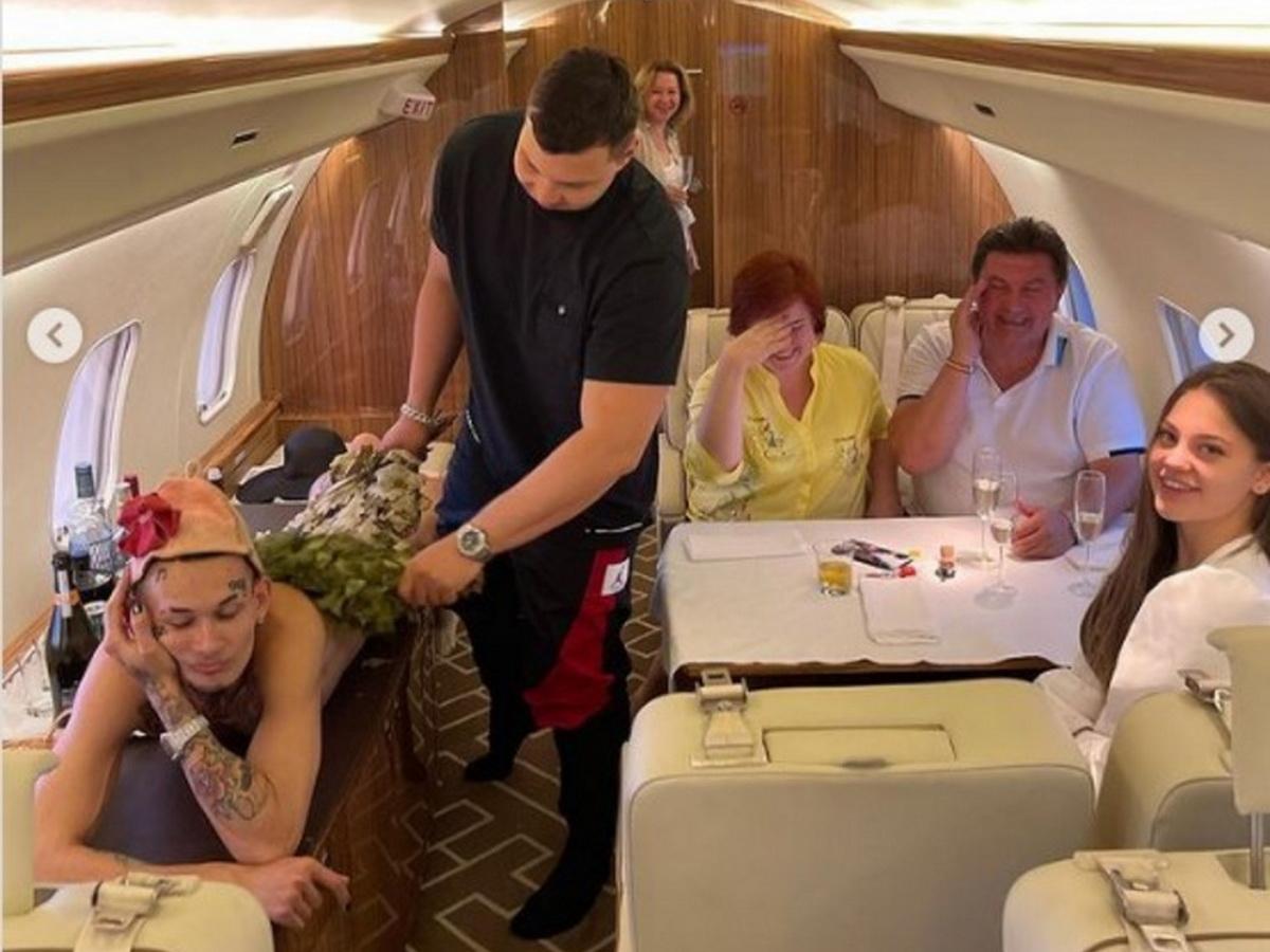 Моргенштерн в самолете
