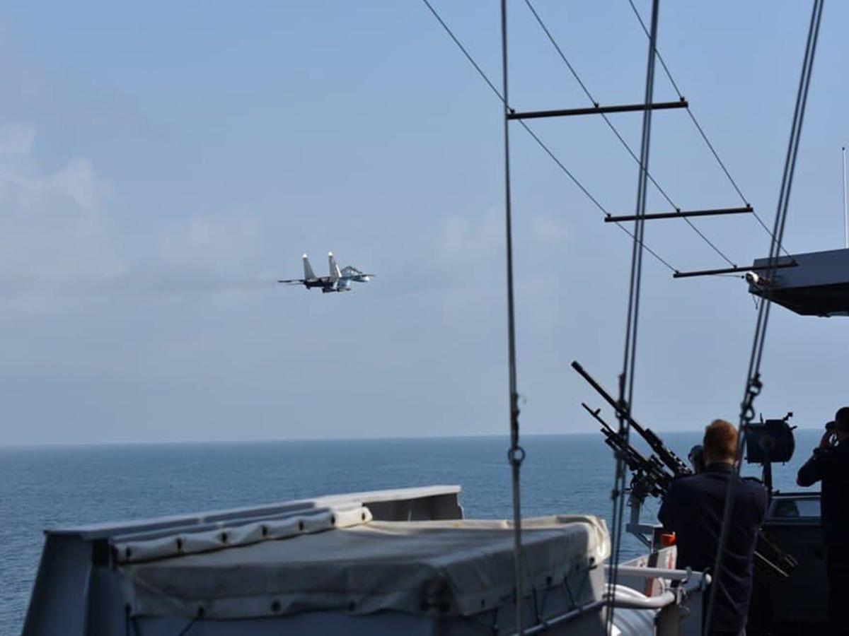 Корабль НАТО и ВКС РФ