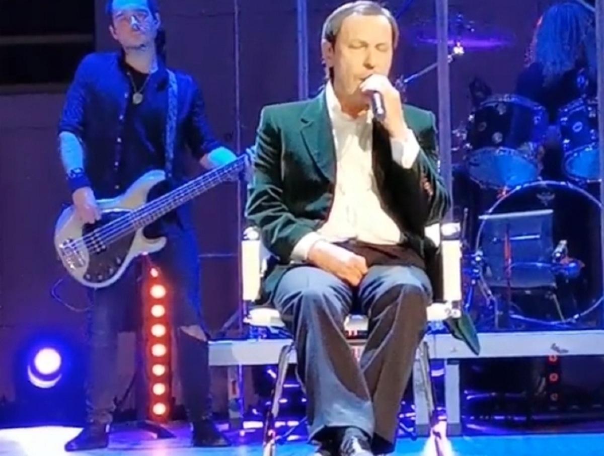 «Иногда горько плакал»: перенесший инсульт Николай Носков, сидя, дает концерты