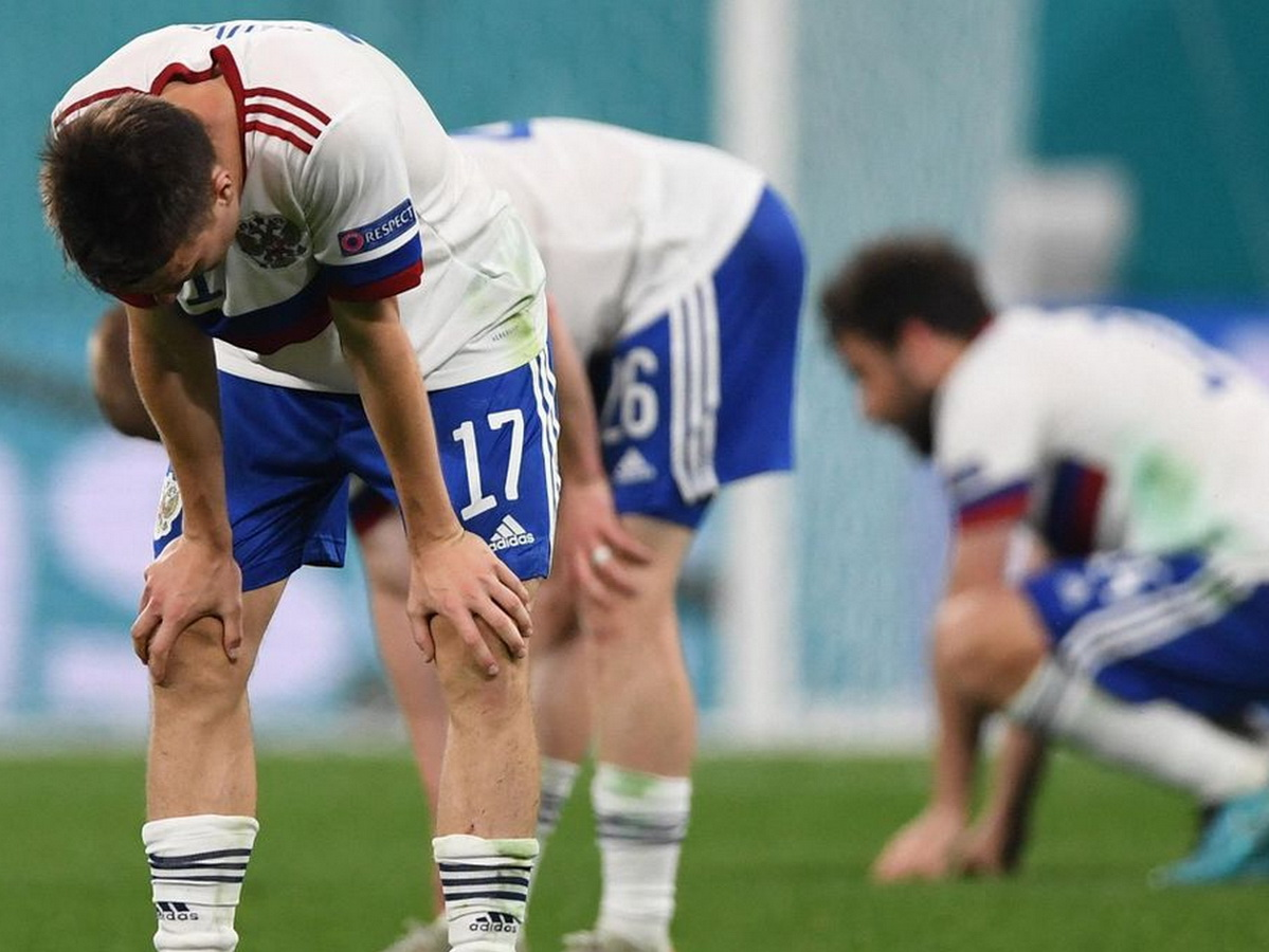 """""""Зато мы не встали на колени"""": Черчесов объяснил провал сборной на Евро-2020, фанаты требуют его отставки"""