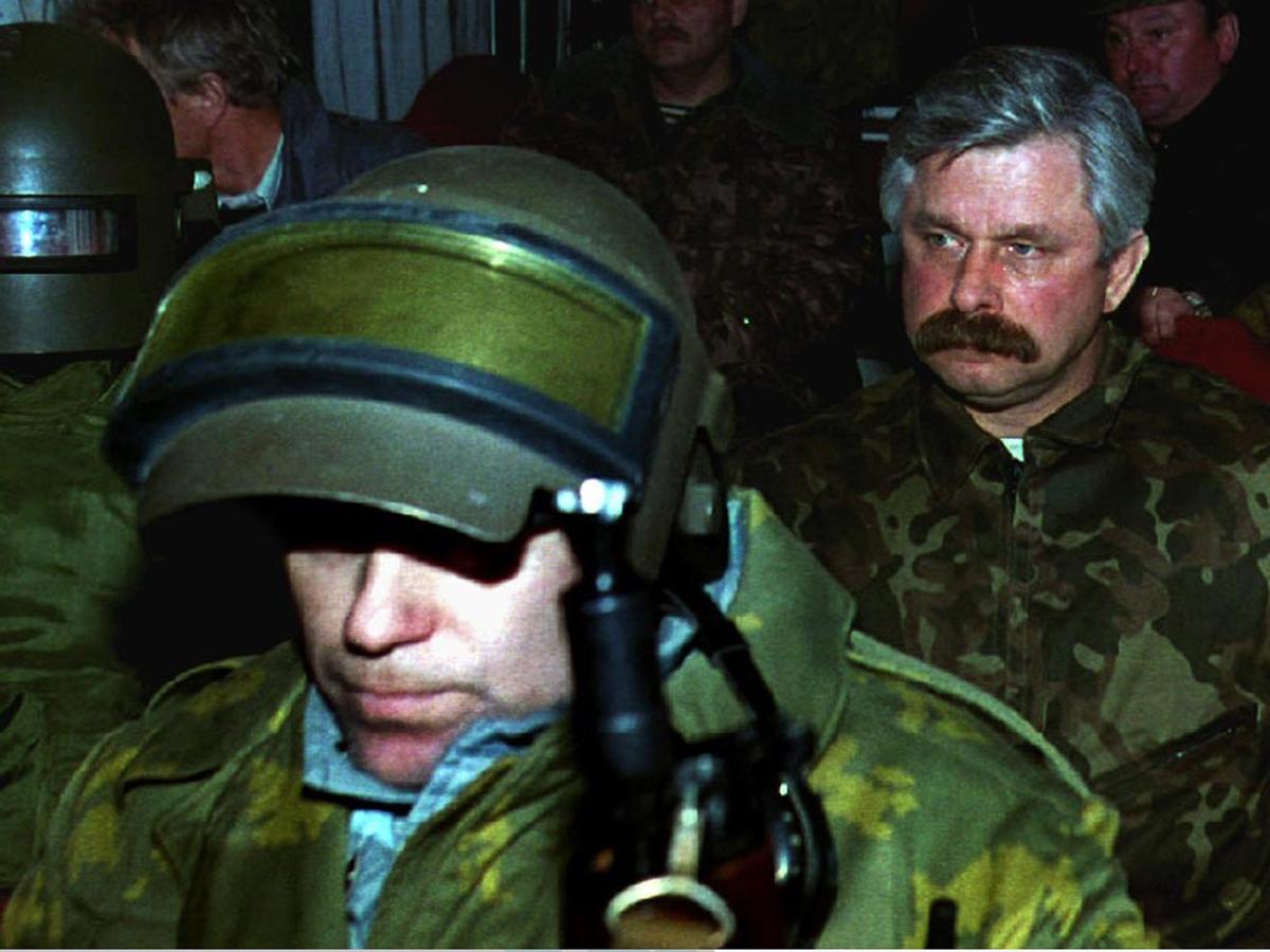 «Баржей трупы вывозили»: Руцкой озвучил число убитых в штурме Белого дома