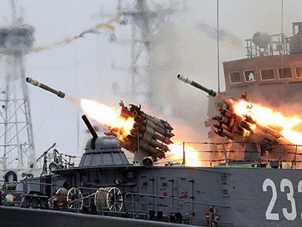 Корабль ВМФ открыл стрельбу