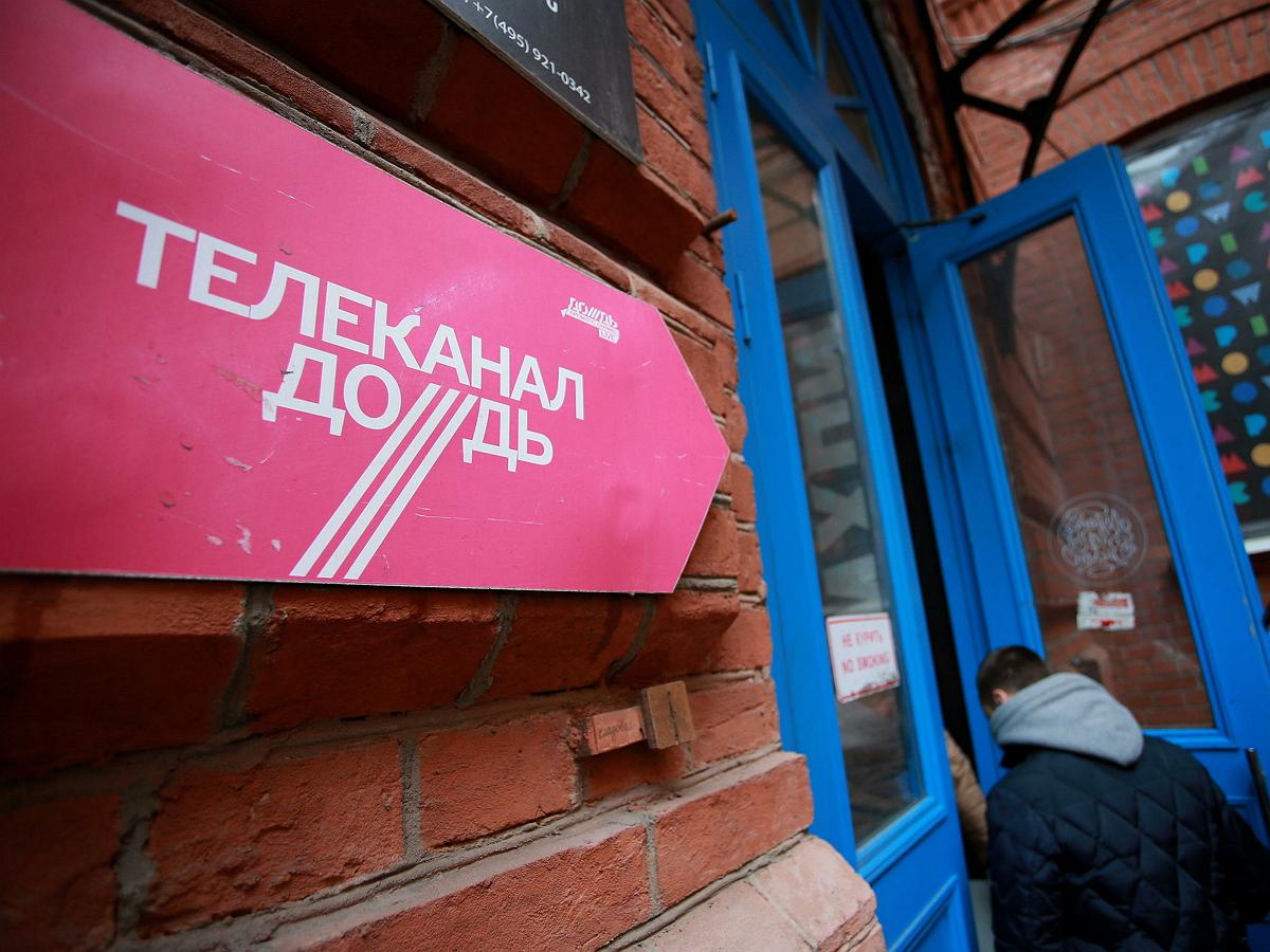 «Дождь» исключили из кремлевского пула журналистов из-за освещения акций в поддержку Навального